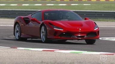 Conheça a Ferrari que faz homenagem a outros carros da marca - Luiz Razia acelera a esportiva F8 Tributo de 720 cavalos na pista.