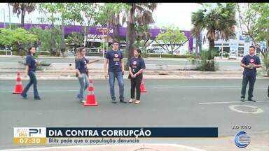 Rede de Controle realiza blitz contra a corrupção para conscientizar população - Rede de Controle realiza blitz contra a corrupção para conscientizar população