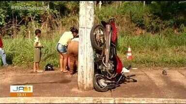 Homem morre após bater motocicleta em post; veículo ficou 'em pé' - Homem morre após bater motocicleta em post; veículo ficou 'em pé'