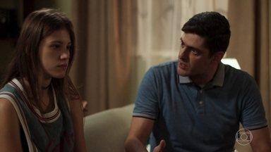 Anjinha conta para Marcos que vai atrás de Cleber - A menina diz que não vai se mudar para casa de Carla