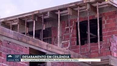 Parte da varanda de um prédio desaba na Ceilândia - Ao todo, cinco casas foram afetadas. A Defesa Civil exigiu que o proprietário da casa entregue a documentação, como alvará de construção e a comprovação de que a obra tem um responsável técnico. O dono da casa informou que vai ressarcir os vizinhos.