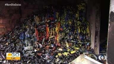 Incêndio destrói parte de distribuidora de bebidas em Goiânia - Motivo pode ter sido a fiação antiga.