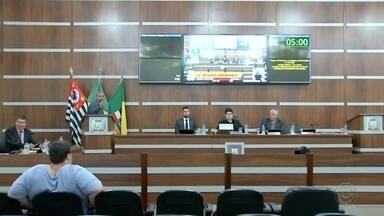 Vereadores de Birigui discutem redução no número de cadeiras na Câmara - Em Birigui (SP), os vereadores discutiram a redução do números de cadeiras na Câmara nesta terça-feira (10).