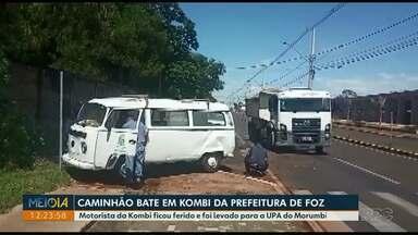Motorista fica ferido em acidente na Avenida Felipe Wandscheer - Motorista da Kombi foi levado para a UPA do Morumbi A batida envolveu um caminhão e uma Kombi da Prefeitura de Foz.