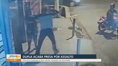 Polícia prende dupla suspeita de assaltar e atirar em mulher - Crime ocorreu na Zona Leste de Manaus.
