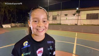 A história de uma menina que sempre sonhou com o futsal - Luísa queria jogar, mas não tinha como. Hoje, ela disputa campeonatos com os meninos