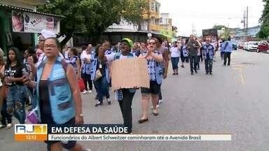 Funcionários dos hospitais Albert Schweitzer e Rocha Faria fazem protestos - Os profissionais de saúde estão há dois meses sem salário.