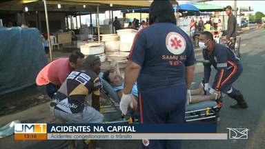 Dois acidentes deixam o trânsito congestionado em São Luís - No centro de São Luís, em frente a Feira do Portinho, um ciclista caiu em um buraco.