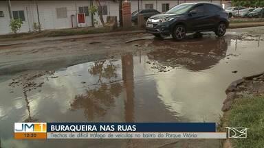 Buracos causam prejuízos a motoristas que trafegam em bairro de São Luís - A buraqueira no bairro Parque Vitória é motivo de reclamação constante.