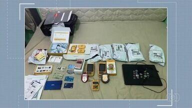 Homem é preso suspeito de aplicar golpes usando cartão de crédito, em Piracanjuba - Segundo a polícia, ele fazia comprar em nome de outras pessoas.