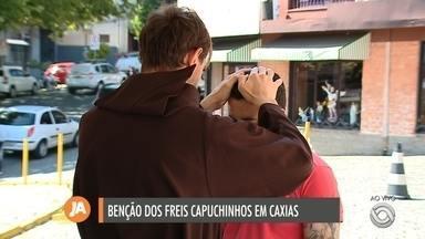 Bênção dos freis Capuchinhos acontece nesta quarta-feira (11) em Caxias do Sul - Ação é realizada na igreja do Bairro Rio Branco e na Catedral do Centro.