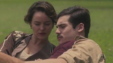 Adelaide e Alfredo conversam sobre seus conflitos familiares - Adelaide e Alfredo passam o dia juntos