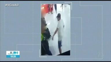 Câmeras de segurança registram ação de assaltantes de celular em shopping de Belém - De acordo com as imagens, três pessoas tiveram os celulares roubados por homens armados que invadiram o shopping. O caso é investigado pela Polícia Civil.