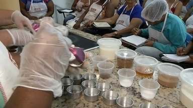 Carreta do Sesi ensina receitas culinárias em praça de Guaraci - Até o próximo 20, carreta do Sesi, local onde nutricionistas e professores de culinária ensinam donas de casa novas receitas de empreendimento, estará estacionada em Guaraci (SP).