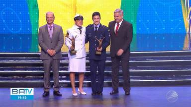Boxeadora baiana é eleita melhor atleta do ano em prêmio 'Brasil Olímpico', no RJ - A atleta retornou nesta quarta-feira para Salvador e foi recebida com festa no aeroporto.