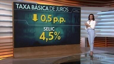 Banco Central reduz a taxa básica de juros do Brasil para 4,5% ao ano - Corte de 0,5 pontos percentuais foi o quarto seguido. Com a redução, a Taxa Selic está agora no menor patamar desde o início do regime de metas de inflação, em 1999.