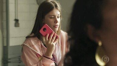 Anjinha tenta avisar seu pai que está indo atrás de Cleber - Ela tem seu celular roubado durante mensagem