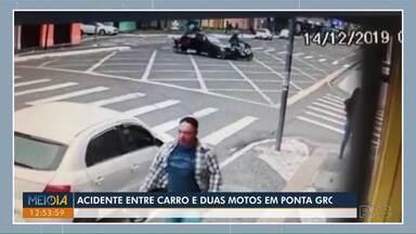 Três pessoas ficam feridas em acidente entre carro e duas motos - Batida foi no cruzamento da Balduíno Taques e Saldanha Marinho em Ponta Grossa.