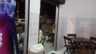 Bares são interditados e comerciantes são notificados durante fiscalização em Linhares - Ação aconteceu na noite desta sexta-feira (13).