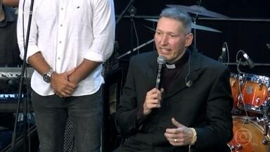 Padre Marcelo Rossi fala sobre a queda - Ele fala sobre perdão, bíblia e oração