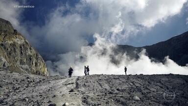 Imagens inéditas do Fantástico mostram vulcão que entrou em erupção na Nova Zelândia - A equipe do programa esteve em maio deste ano no local e revela cenas exclusivas das gravações do #Fant360, com Renata Ceribelli.