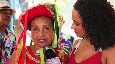 Anne Samara conhece o Reisado de Mestre Sabal, um dos mais antigos do Brasil - Criado no Povoado Marimbondo, no município de Pirambu, o grupo mantém a tradição desde 1805.
