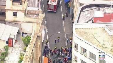 Bombeiros isolam Ladeira Porto Geral por causa de vazamento de gás - Problema está em restaurante. Comgás analisa o local