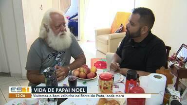 Saiba como é a rotina de quem tem a profissão de Papai Noel - Visitamos o bom velhinho em Ponta da Fruta, Vila Velha, onde ele mora.