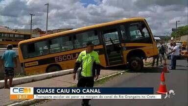 Transporte escolar vai parar na margem do canal do Rio Grangeiro no Crato - Saiba mais no g1.com.br/ce