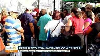 Pacientes com câncer madrugam a espera de atendimento - Saiba mais no g1.com.br/ce