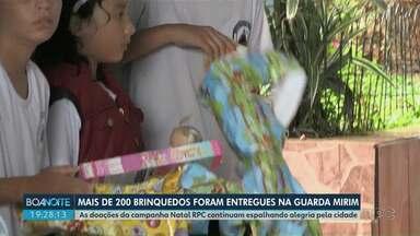Alunos e adolescentes da Guarda Mirim recebem brinquedos doados pela campanha Natal RPC - A campanha é em parceria com o Sesc. Mais de 200 brinquedos foram entregues na instituição.