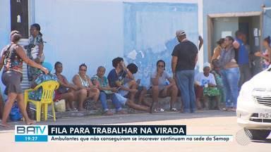 Dezenas esperam na frente da Semop para tentar vaga de ambulantes no Festival da Virada - O cadastramento pela internet foi aberto na segunda-feira mas fechou depois de cinco horas. Alguns candidatos alegas dificuldades para acessar a internet.