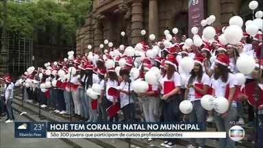 Alunos de cursos profissionalizantes se apresentam em coral de Natal no Theatro Municipal - Regência é do maestro Jaconias Rodrigues, que vai apresentar músicas típicas da época.