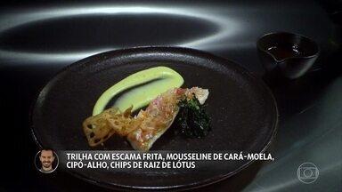 Lui Veronese apresenta Trilha com escama frita, mousseline de cará-moela, cipó-alho, chips - Claude e Batista experimentam o prato