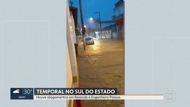 Temporal causa alagamentos em Resende e Engenheiro Passos - A água tomou conta das ruas e avenidas.