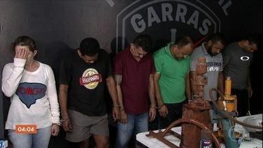 Polícia de MS procura outros integrantes de grupo que construiu túnel para roubar banco - Seis pessoas foram presas e duas morreram na troca de tiros com policiais. Acesso tinha quase 70 metros.