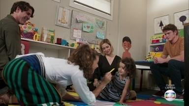 Nina brinca com Rita e Rui - Lígia e Filipe observam