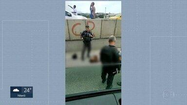 Tentativa de assalto na Avenida Brasil - Policial militar reage, mata um bandido e fere o outro,