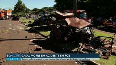 Duas pessoas morrem em acidente que deixou carro partido ao meio em Foz do Iguaçu - Outras três pessoas, entre elas uma criança de 11 anos, ficaram feridas.