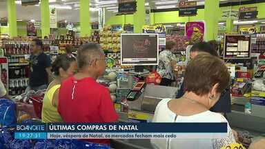 Mercados ficam movimentados na véspera do Natal - Lojas vão funcionar até às 20h neste dia 24. Consumidores aproveitaram para fazer as últimas compras