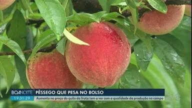 Preço do pêssego está mais caro no mercado - O motivo é o clima que prejudicou a produção na região de Guarapuava.