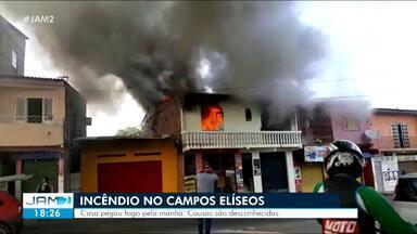 Incêndio atinge residência no Campos Elíseos em Manaus - Incêndio atinge residência no Campos Elíseos em Manaus