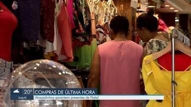 Comércios ainda ficam lotados em véspera de Natal na Baixada Santista - Época é a de maior faturamento para os comércios.