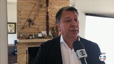 Prefeito de Santana do Livramento (RS) é afastado do cargo - Solimar Charopen Gonçalves, do PDT, é acusado de desvio de dinheiro da área da educação. Ele está afastado por 90 dias.