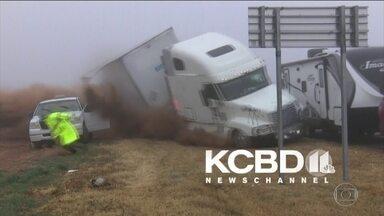 Neblina causa engavetamento no Texas - Caminhão atingiu oito veículos