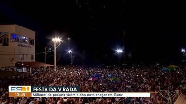 Milhares acompanham a festa da virada em Guriri, ES - Muita gente foi ver o Ano Novo chegar na praia.