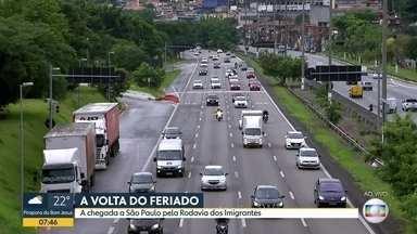 Paulistanos voltam pra casa depois do feriadão de ano novo - BDSP acompanhou o movimento nas rodovias dos Imigrantes, Raposo Tavares, Dom Pedro e na Rodoviária do Tietê