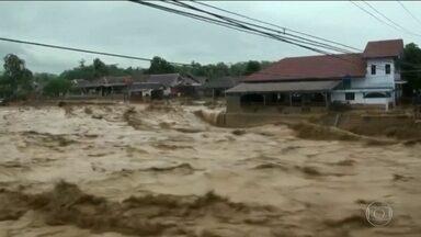 Enchente histórica mata 21 pessoas na Indonésia - Jacarta registrou na virada do ano chuvas mais intensas dos últimos 24 anos.