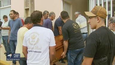Família vítima de cabeça d'água é velada em Campos Gerais, MG - Pai, mãe e filha morreram em cachoeira de Guapé