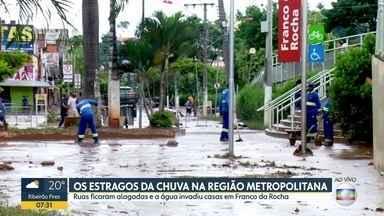 Bom Dia SP - Edição de sexta-feira, 3/1/2020 - Chuva forte causa estragos na capital e na grande São Paulo. Alunos de escolas municipais correm risco de começar o ano sem uniforme. Acidentes aumentam durante o Ano Novo.